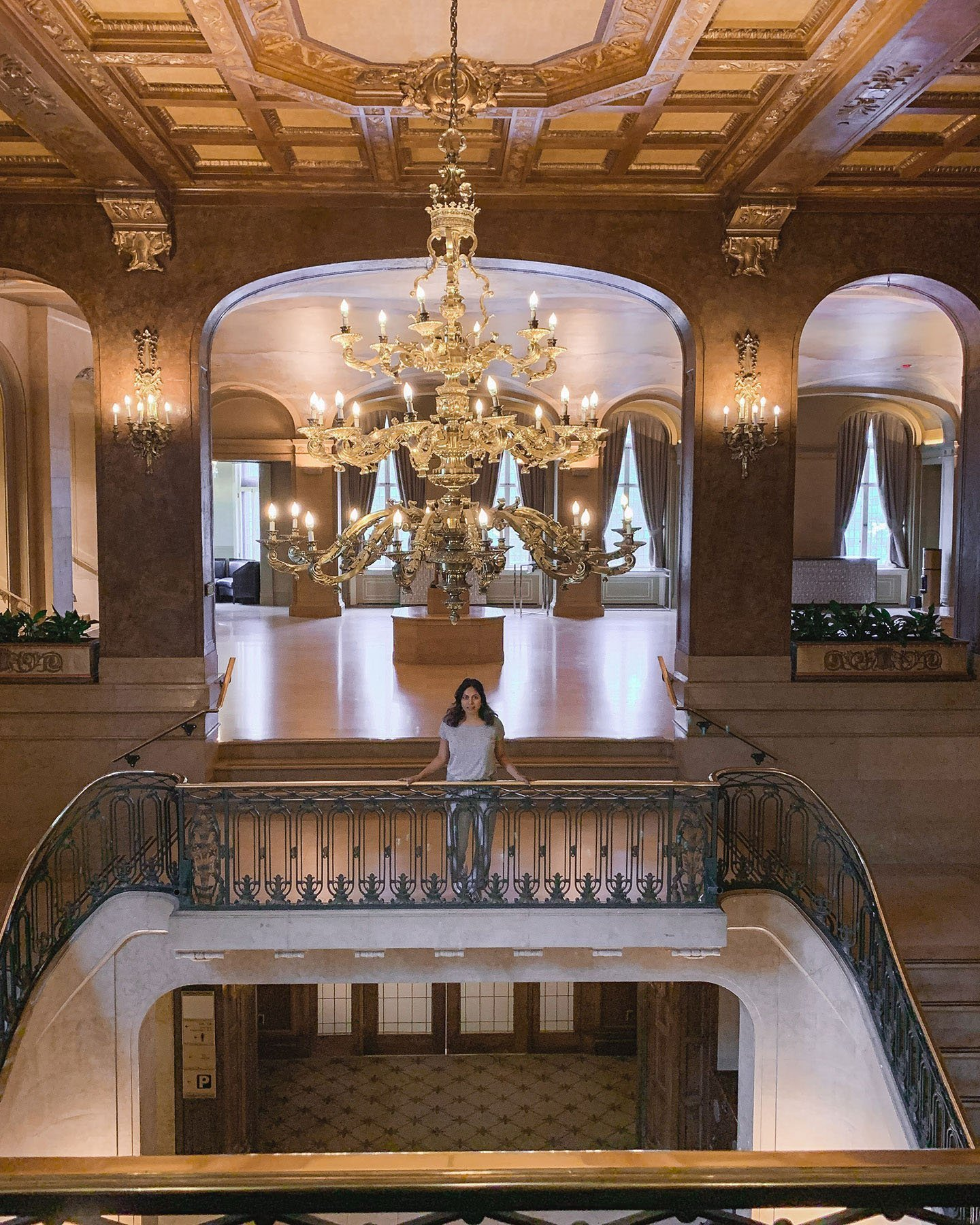 Chateau_Frontenac_staircase_new