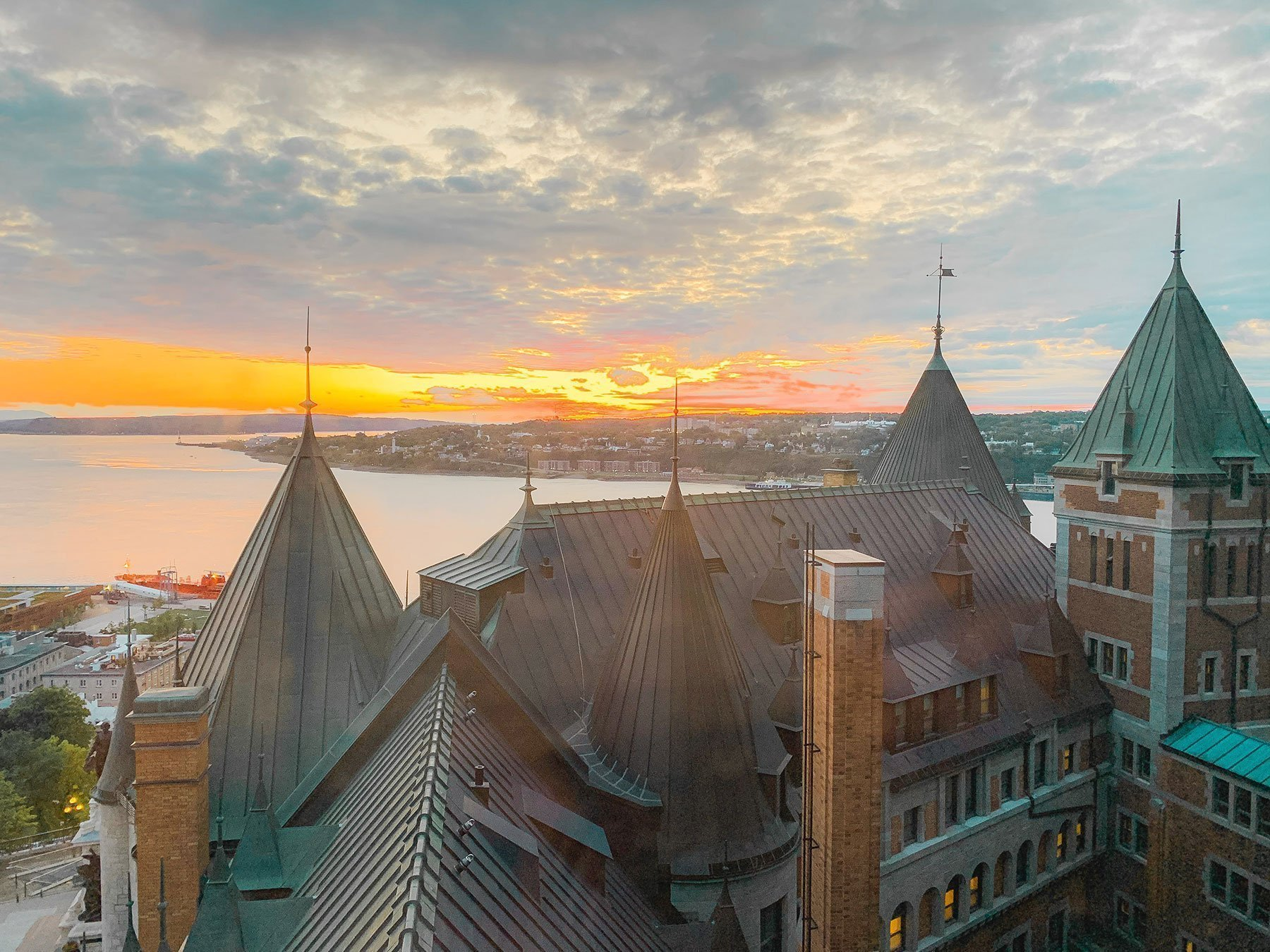 sunrise_from_Chateau_Frontenac_room