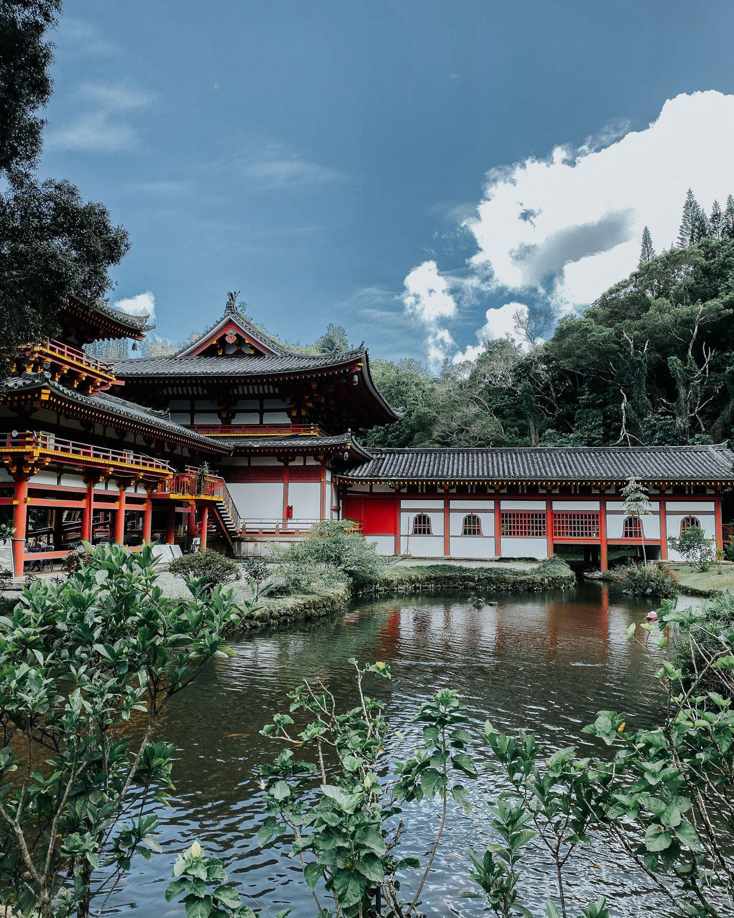 Byodoin_temple_oahu_acharmingescape