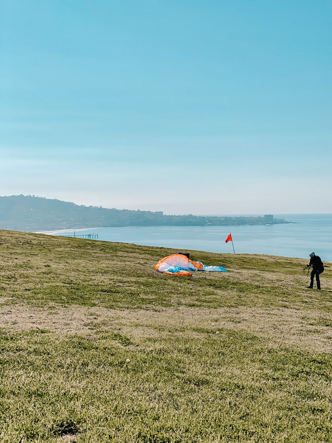 Hanggliding at Torrey Pines Natural Preserve San Diego